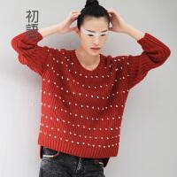 初语冬季新品  撞色波点立体圆球前短后长套头羊毛毛衣女  8440423195